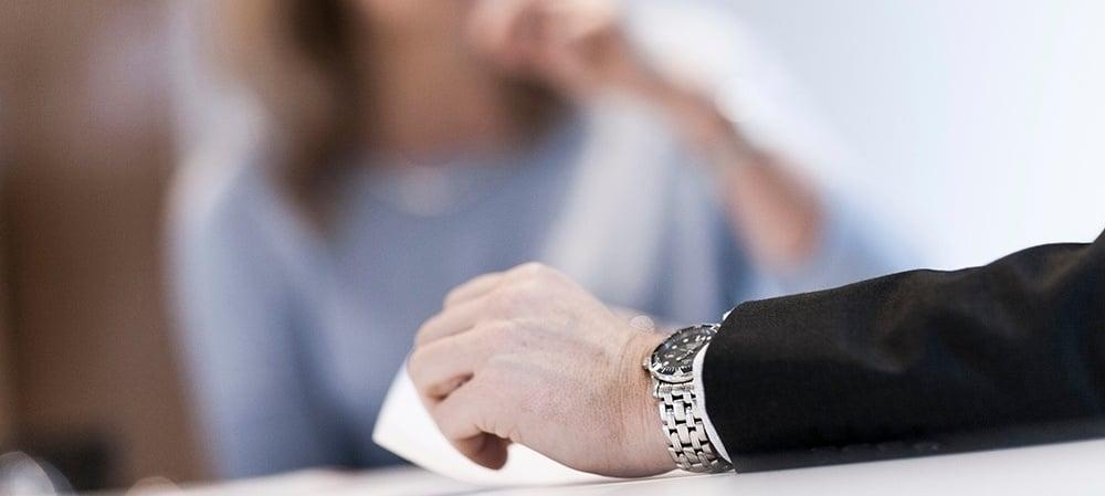 Den professionelle opsigelsessamtale: 7 trin til en værdig opsigelse